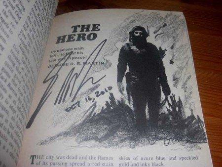 Разворот февральского номера журнала «Galaxy» за 1971 г. с рассказом Мартина «Герой»; спустя много лет Мартин подписал этот номер для одного из фанатов.