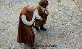 Печальные Варис и Тирион смотрят на итоги.