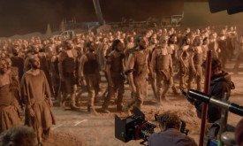 Дотракийцы в Ваэс Дотрак; скорее всего, это та самая сцена с сожженным храмом, которую снимали в Испании
