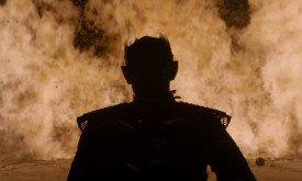 Король Ночи на фоне большого огня