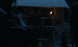 Здесь все ясно: часть дозорных за Торне, часть защищают тело Джона, которого как-то сумели спрятать в келье