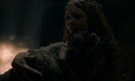 В это время Маргери навещает Лораса и придумывает план,