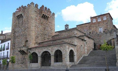 Входящий в список Всемирного наследия Старый город Касереса; съемки ожидаются в ноябре.