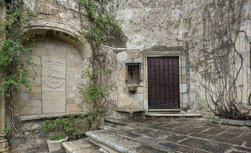 Внутри замка Алькасаба.