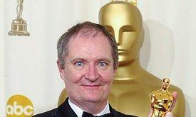 Джим Бродбент с Оскаром в 2002 году