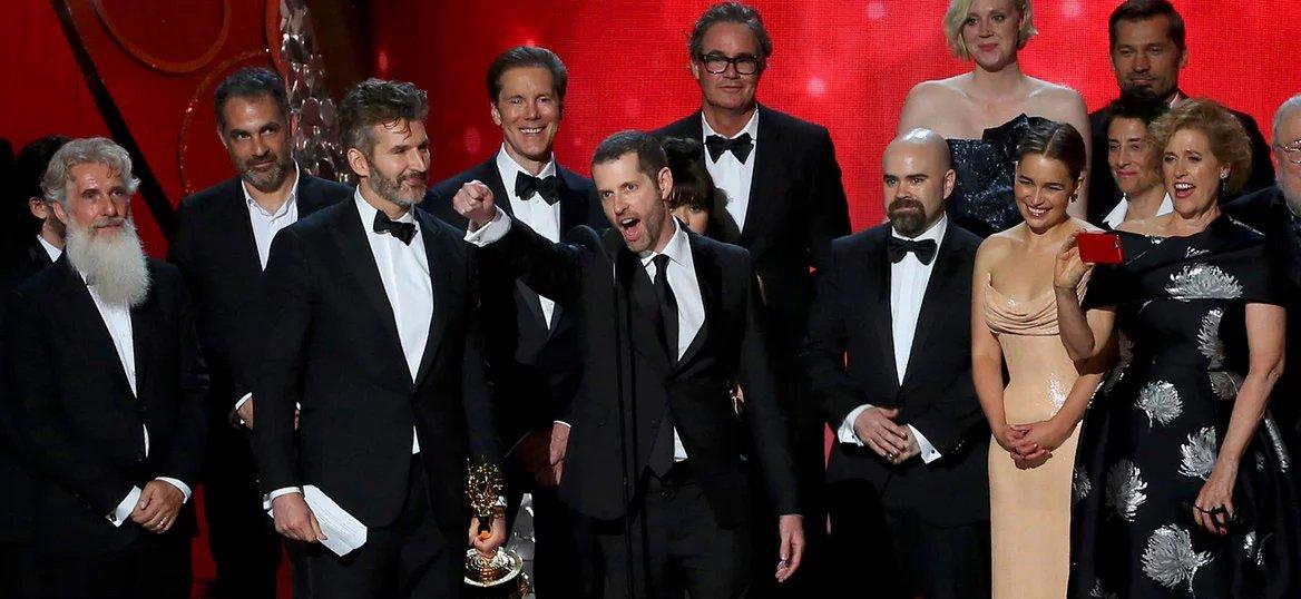 Команда «Игры престолов» забирает награду за лучший драматический сериал