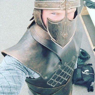 Безупречный в зимнем костюме (фото из примерок в Северной Ирландии)
