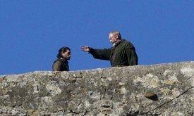 Джон беседует с Давосом