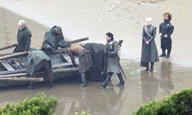 Сцену решили переснять, чтобы Джендри уже был у лодки (?)