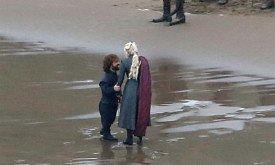 На берегу остаются Дени и Тирион