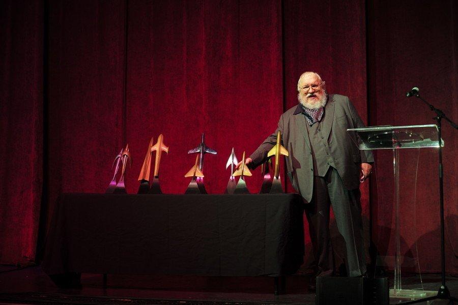Джордж Мартин вручает премию Альфи тем, кто не получил Хьюго
