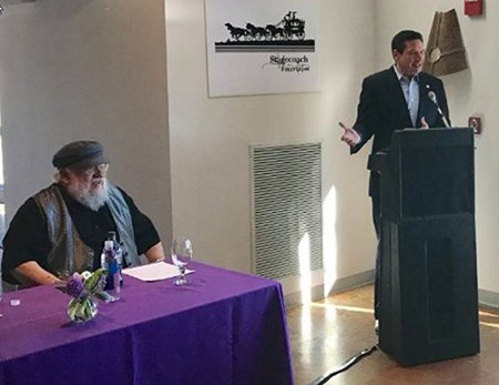 Джордж Мартин вместе с мэром Санта-Фе открывают фонд кино «Дилижанс»