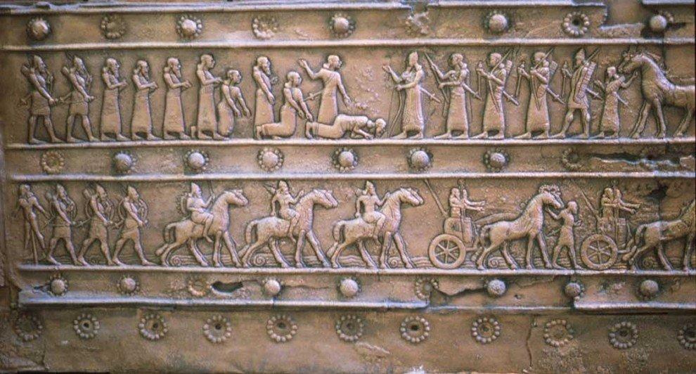 Ассирийская армия принимает капитуляцию врага, бронзовый рельеф царя Салманасара III