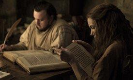 Сэм и Лилли. Лилли читает про Долгую ночь из «Мира Льда и Пламени»