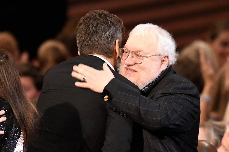 Джордж Мартин поздравляет Дэвида Беньоффа с очередной победой Игры престолов