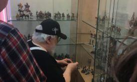 Джордж Мартин в студии оловянной миниатюры