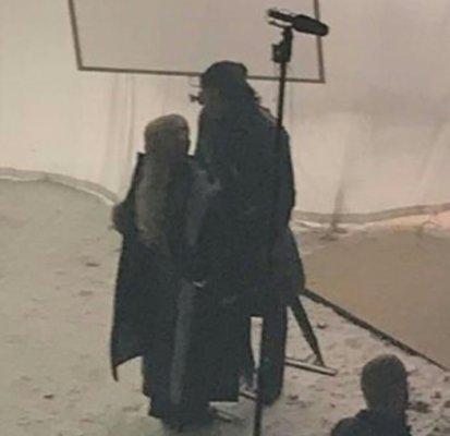 Фальшивые кадры со съемок 8-го сезона (на самом деле актеры болтают между съемками 7-го сезона)