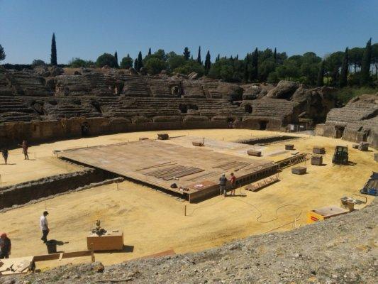 Строительство постамента в Италике