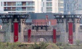 Ворота города, которые предстоит сломать, вчера…