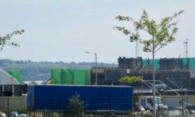 Часть города восстановлено зелеными экранами