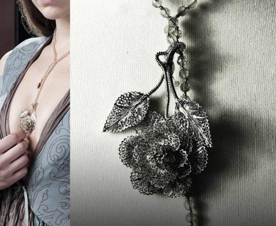 Филигрань в виде розы на цепочке