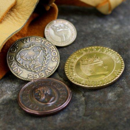 Монета Роберта Баратеона и монета Джоффри Баратеона (разные номиналы)