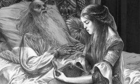 Леди Алисента Хайтауэр читает Старому королю Джэйехэйерису I, находящемуся на пороге смерти, «Неестественную историю» септона Барт