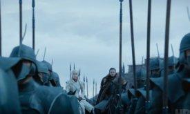 А вот и они — королева Дейенерис и хранитель Севера Джон Сноу вместе с армией Безупречных и…