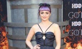 Пышечка Арья с фиолетовыми волосами.
