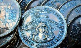 Теоретически Дейнерис могла приказать чеканить свою монету после захвата Миэрина