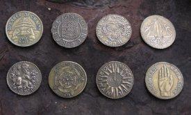 Различные монеты (в основном сочиненные с героями основных событий)
