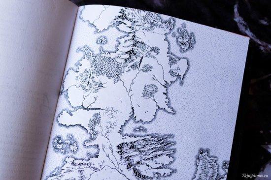 Сзади вставлены карты Вестероса и западной части Эссоса от Вольных городов до Залива Работорговцев. Без надписей.
