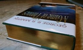 Срез книги с золотым тиснением