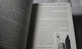 Фотография книги: черно-белая иллюстрация