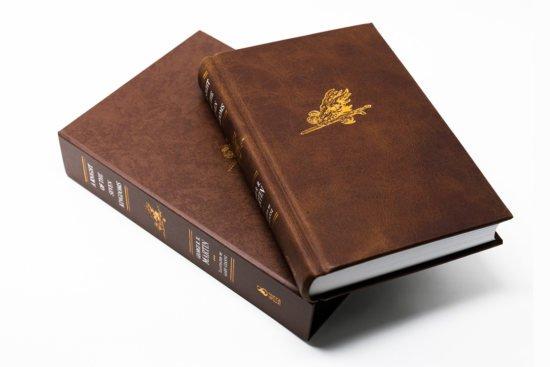 Ограниченное издание «Рыцаря Семи Королевств» в кожаном переплете