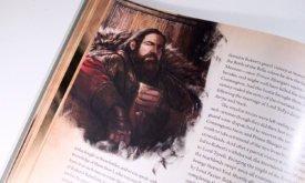Пример с внутренней иллюстрацией из «Мира Льда и Пламени» (фотография британской версии)