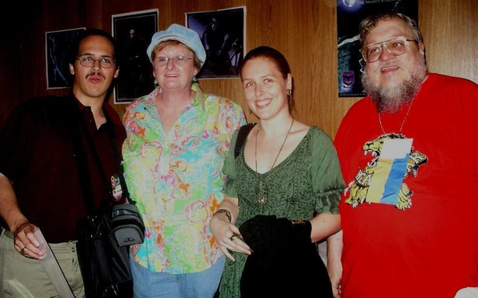 Слева направо: Элио Гарсия, Пэррис МакБрайд (жена Мартина), Линда Антонссон и Джордж Мартин