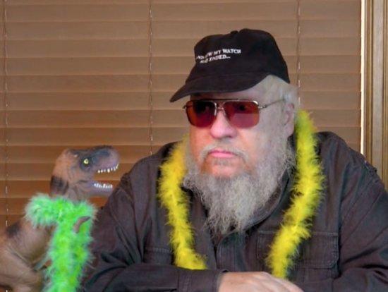 Для CoNZealand в начале августа Джордж Мартин записал несколько роликов в разных шляпах и кепках, скриншот с одного из них